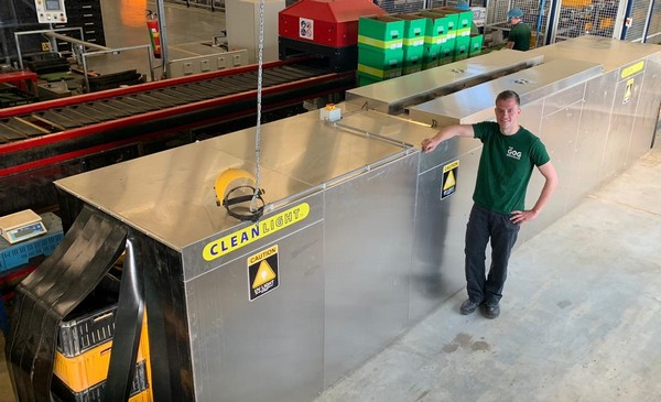Damage to harvesting trolleys makes the grower opt for UV disinfection